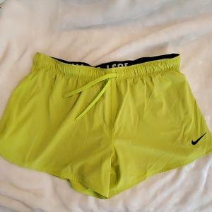 Women's Nike Pro Workout shorts Sz large